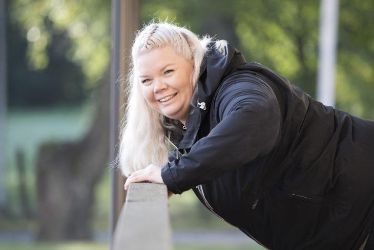 Henriikka Pitkänen teki elämänmuutoksen ja haluaa nyt auttaa muita samassa.