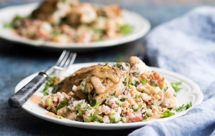 Kotimainen kaura on huipputerveellinen raaka-aine, joka sopii moneen. Kokeile kauraa puuron lisäksi salaateissa, smoothiessa, pihveissä ja piirakoissa.