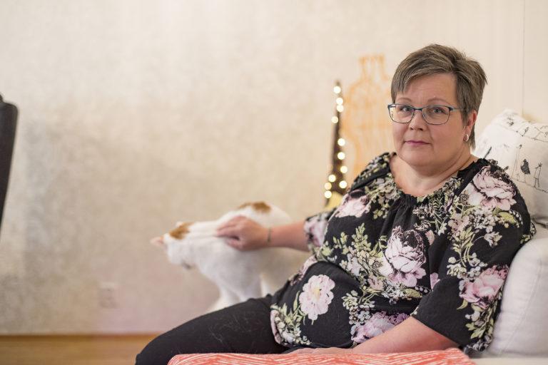 Katja Pakarinen haluaa puhua suolistosyövästä avoimesti.