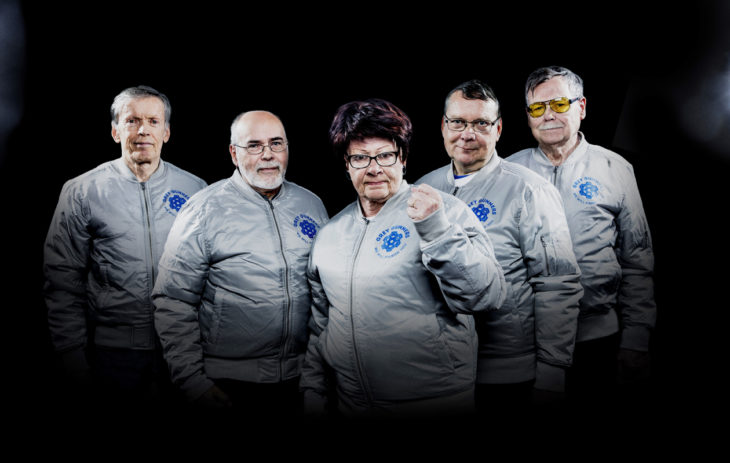 "Grey Gunnersit: Kari ""Rock"" Walden (vas.), Markku ""Mac 10"" Puska, Ulla ""General Ulla"" Ström, Yrjö ""Ice"" Warma ja Harri ""Dirty Harry"" Mälkki."
