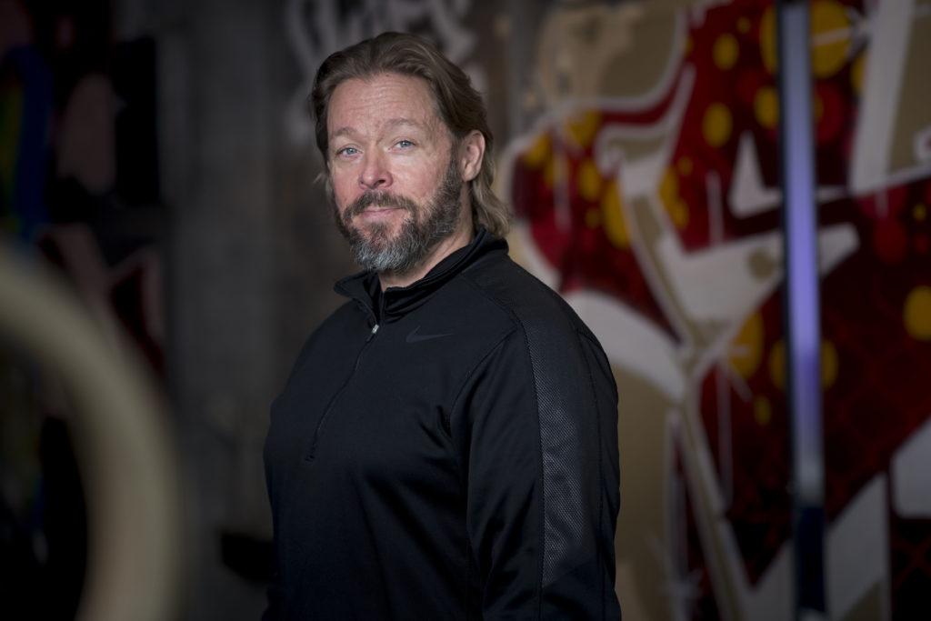Huippu-urheilijoiden fysiikkavalmentaja Marko Yrjövuori ymmärtää nyt itsekin levon merkityksen.