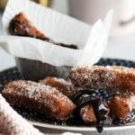 Näiden espanjalaisten churrojen mausteena on ripaus kahvijauhetta, ja kaakaodipissäkin maistuu kahvi.