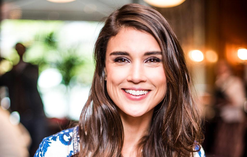Maryam Razavi on näytellyt samassa mainoksessa George Clooneyn kanssa.