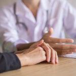 Jos yhdelläkin lähisukulaisella on munasarjasyöpä tai useammalla rintasyöpää, asiasta kannattaa keskustella gynekologin kanssa.