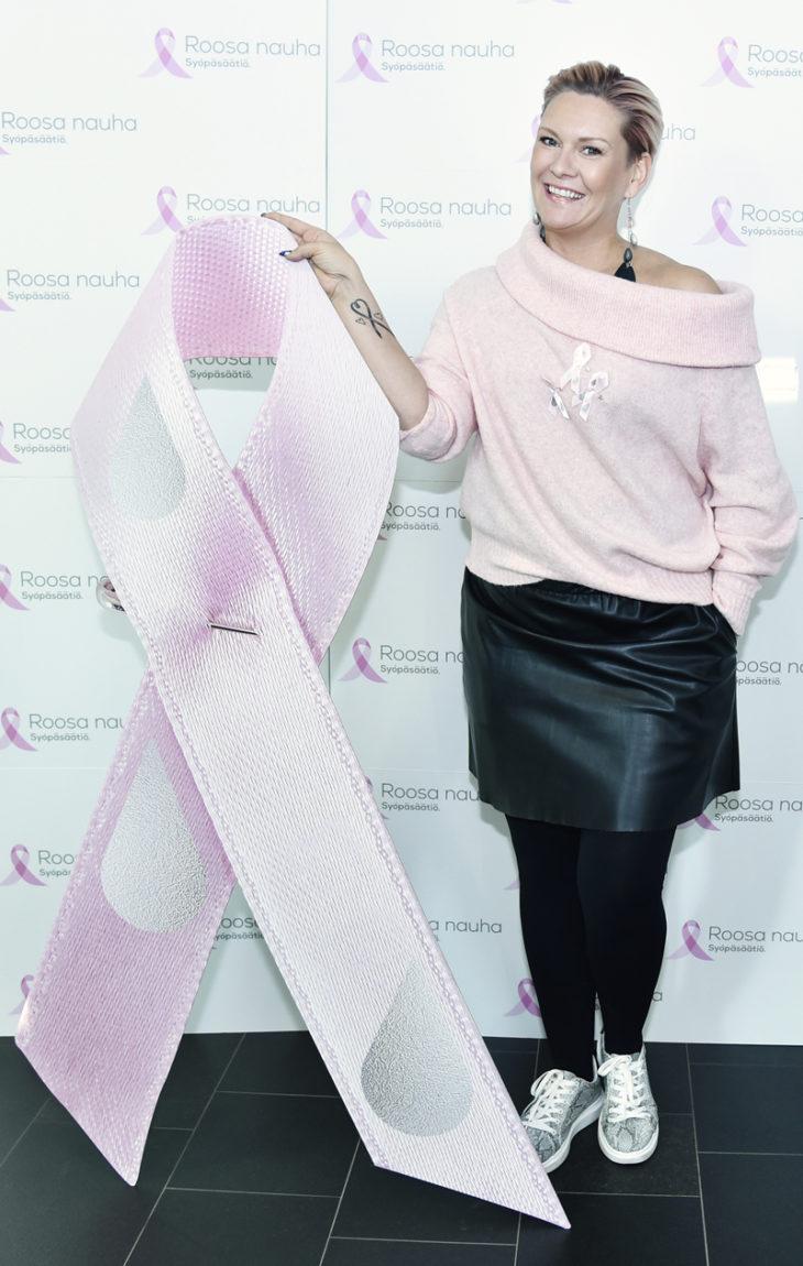 Heidi Sohlberg on puhunut avoimesti rintasyöpään sairastumisestaan. Heidi sairastui kesällä 2016 ja hänet leikattiin vielä saman vuoden heinäkuussa.