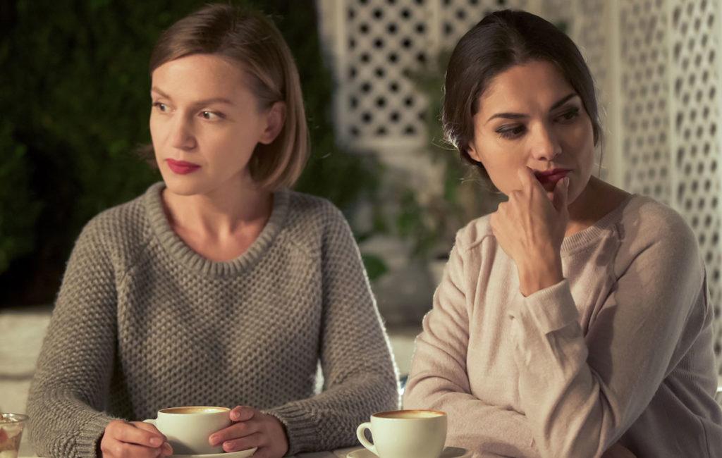 Kateellinen sisko voi vahingoittaa sisarsuhdetta.