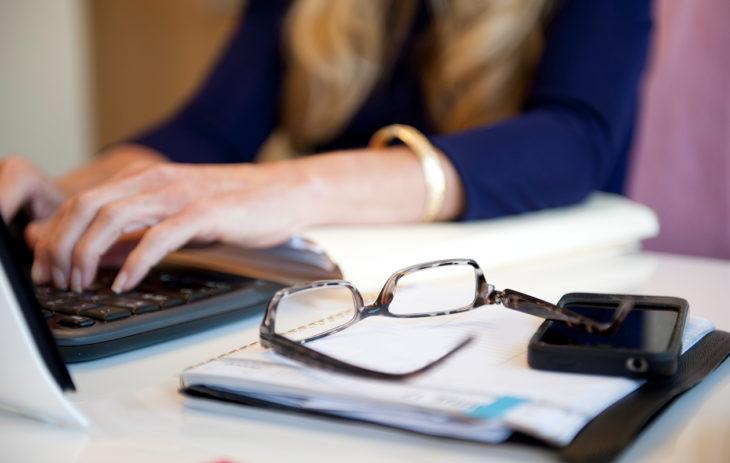 Jos kuukautiskierto lyhenee pysyvästi, se voi olla merkki lähestyvästä menopaussista.
