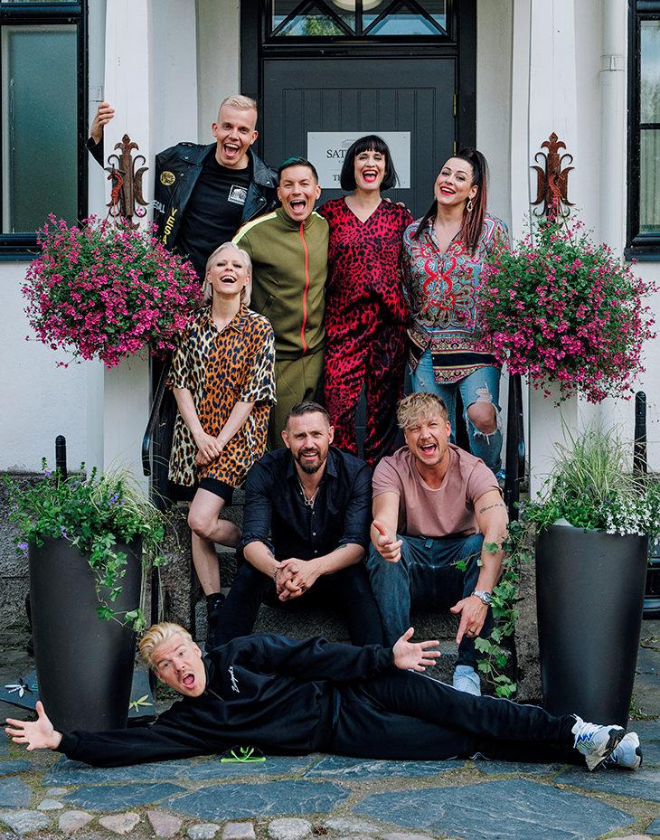 Vain elämää -ohjelman 10. kauden artistit ovat Elastinen, Antti Tuisku, Maija Vilkkumaa, Erin, Paula Vesala, Lauri Tähkä, Samu Haber ja VilleGalle.
