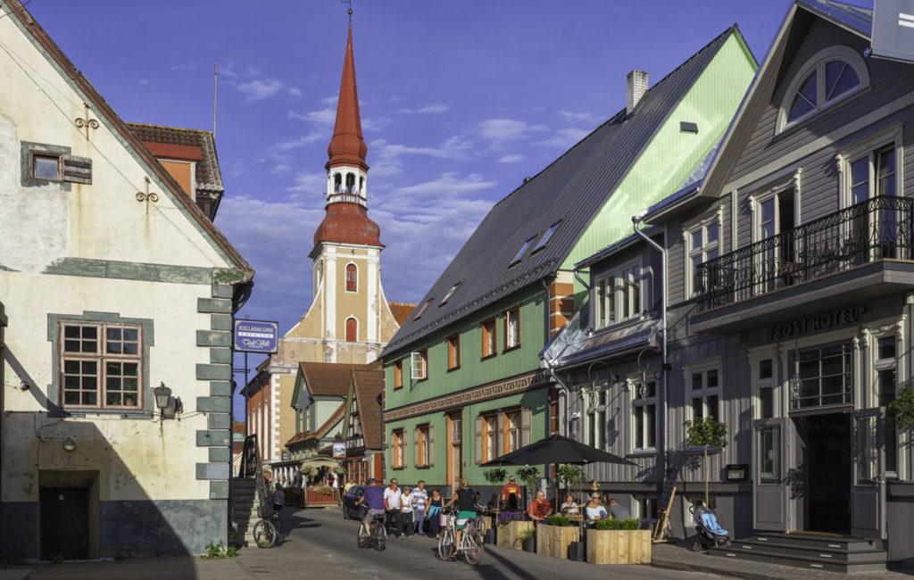 Pärnu on Viron vilkas kesäkaupunki, mutta nähtävää sieltä löytyy myös syyskuukausina.