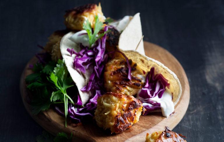 Kasvisten syöminen ei ole koskaan ollut näin helppoa. Pyöräytä herkulliset kasvispyörykät kuudella tapaa. Näistä vegeruoista tykkää koko perhe.