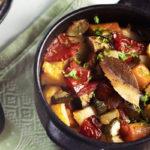 Karjalaisen uuniruukun ohje on Jaana Virrosen isän suvun perintöä. Rustiikki ruukkuruoka lämmittää ja ravitsee kylminä syysiltoina.