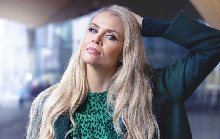Susanna Laine, Puoli seitsemän, Tuttu juttu show