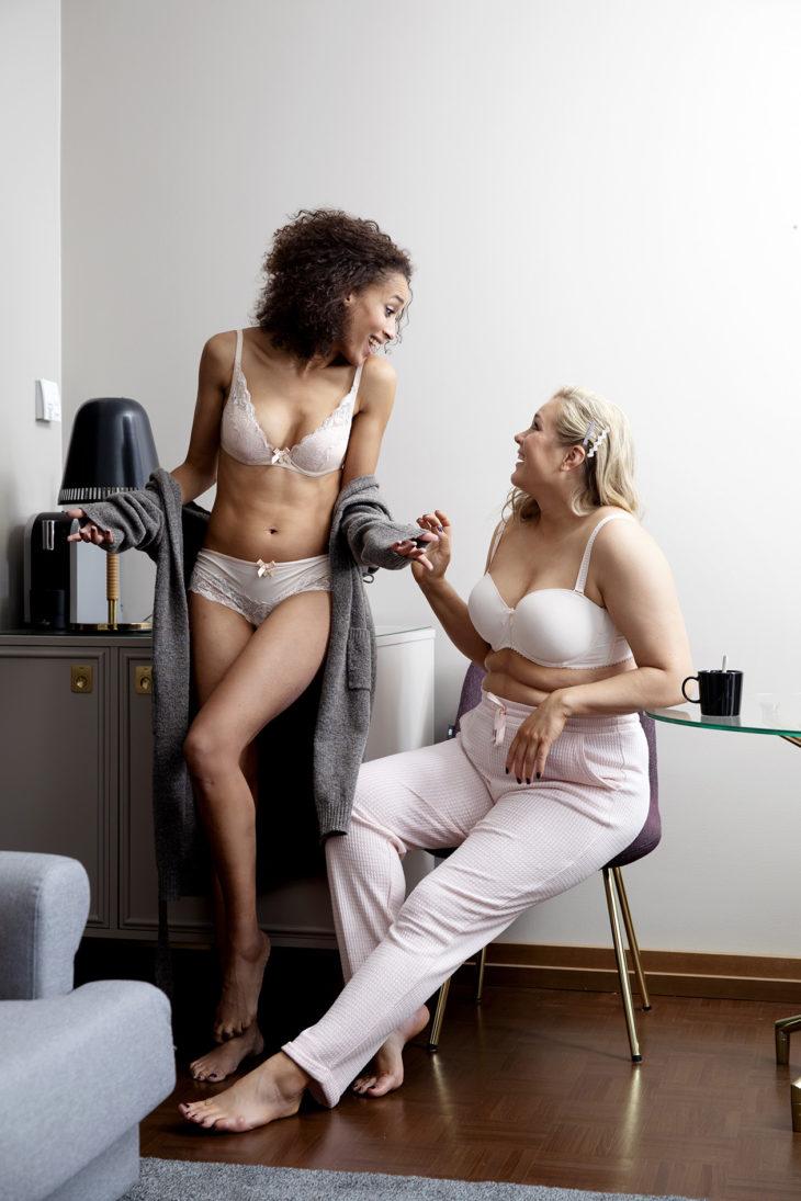 Irrotettavien olkainten ansiosta rintaliivit sopivat erilaisten yläosien alle.