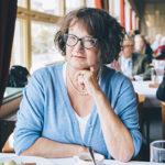 – Minä ja mieheni emme käytä alkoholia, mutta on luksusta syödä silloin tällöin hyvässä ravintolassa. Tuntuu mukavalta, kun pöydällä on valkoinen liina, sanoo Monika Fagerholm, 58. Hänen uusin kirjansa Kuka tappoi bambin ilmestyi syksyllä ja on ehdolla Finlandia-palkinnon saajaksi.
