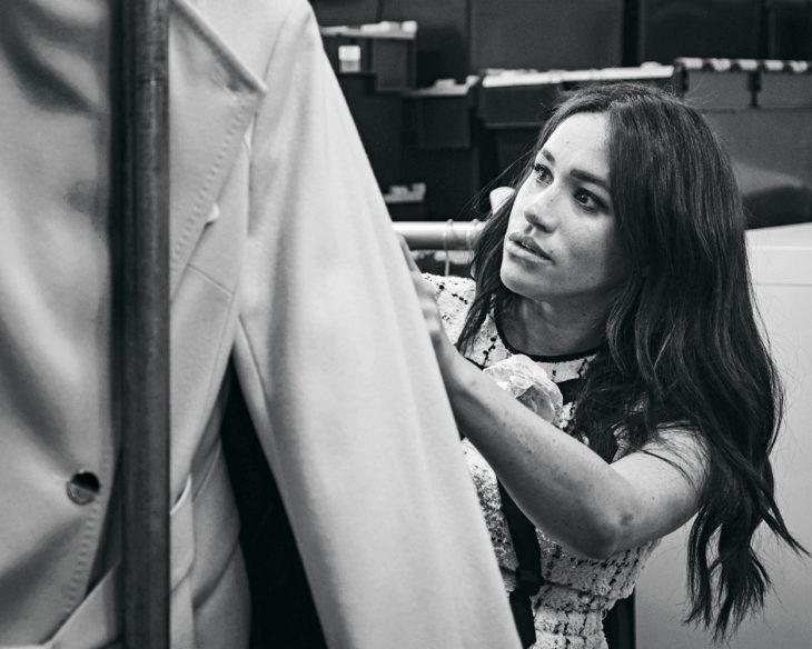 Meghan lanseerasi syksyllä nimeään kantavan vaatemalliston auttaakseen Smart Works -järjestöä, joka antaa vaateapua sitä tarvitseville naisille.