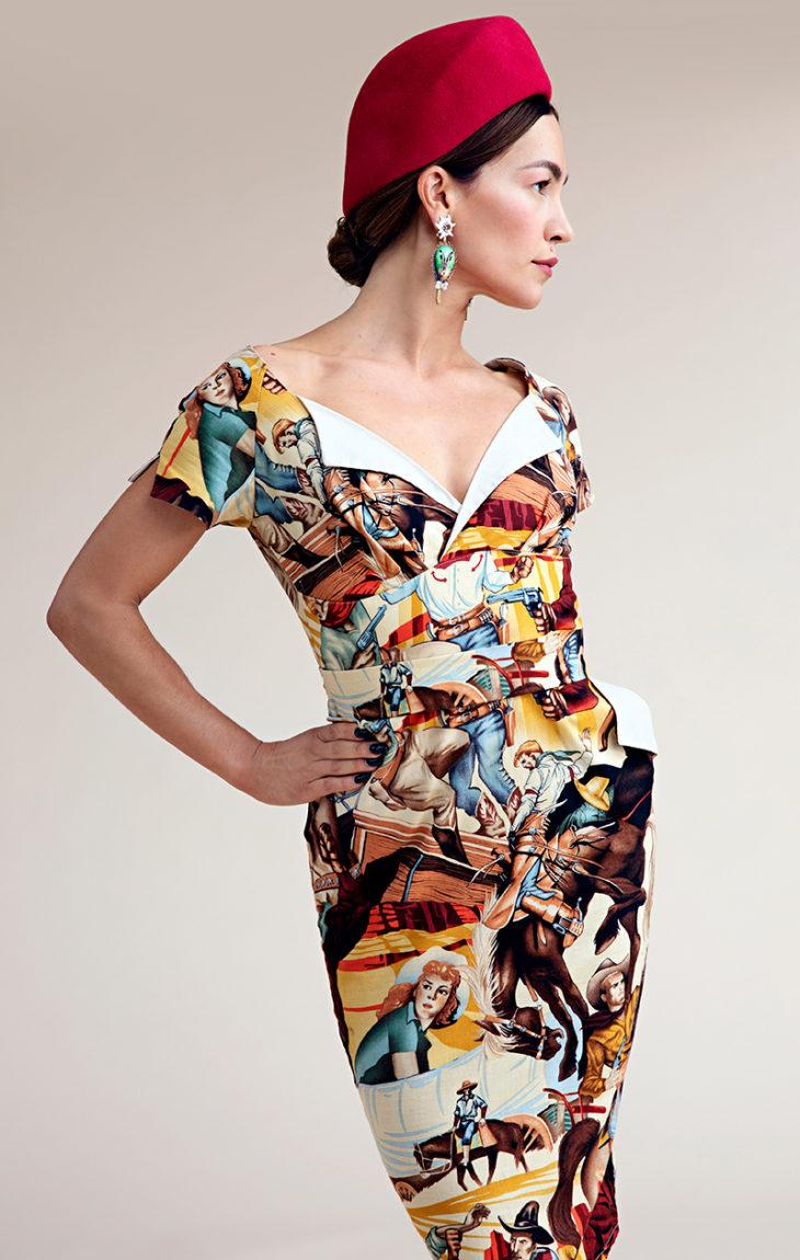 Vintagehenkisen mekon Meeri osti New Yorkista palattuaan kuvausmatkalta Suurten järvien alueelta fintiaanien mailta. Punaisen huopahatun on tehnyt Anna-Stina Pires. Korvakorut ovat Muotikuusta.