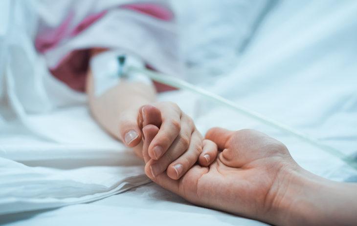 Kun lapsi sairastuu, haitallisin toimintamalli parisuhteen kannalta on se, että vetäytyy, eikä kohtaa puolisoaan.