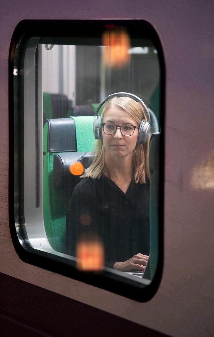 Viestintäasiantuntija Annika Myrsky, 28, junailee Turusta Espooseen töihin.Työmatkan pituus: 160 km.Matka-aika: 1 h 40 min.