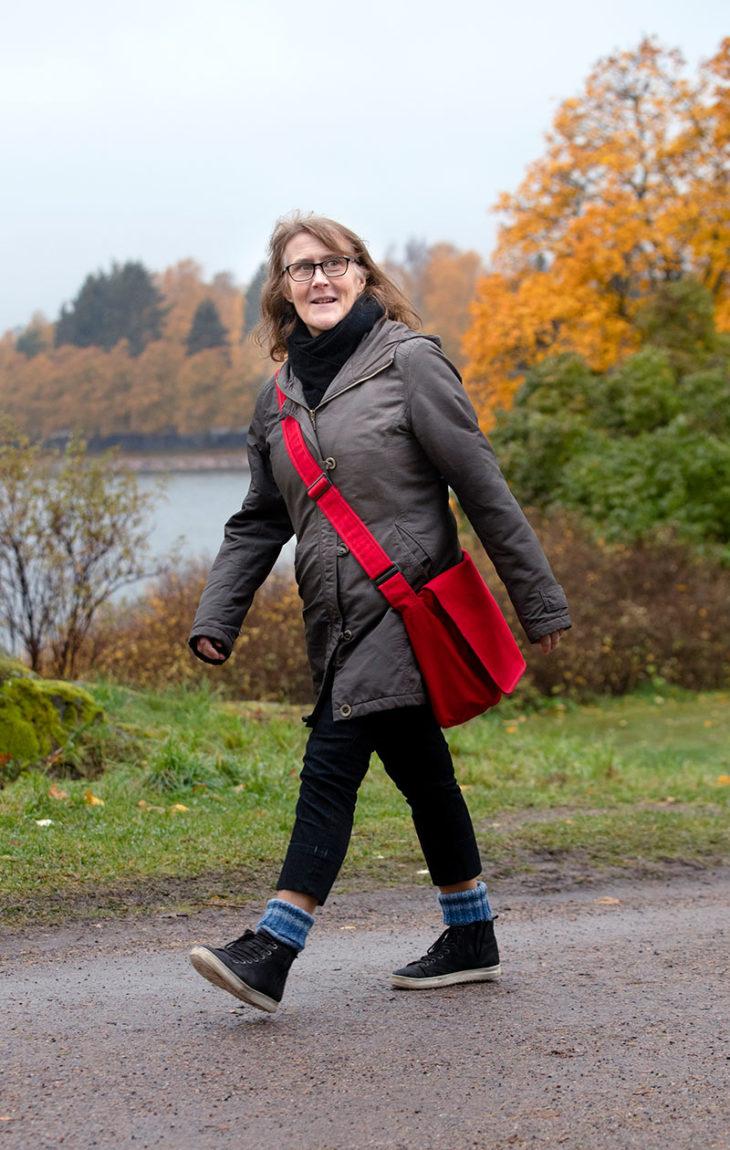 Sosiaalipsykologi Bitta Söderblom, 56, kävelee työmatkansa Helsingissä.Työmatkan pituus: 2,5 km.Matka-aika: 29 min.