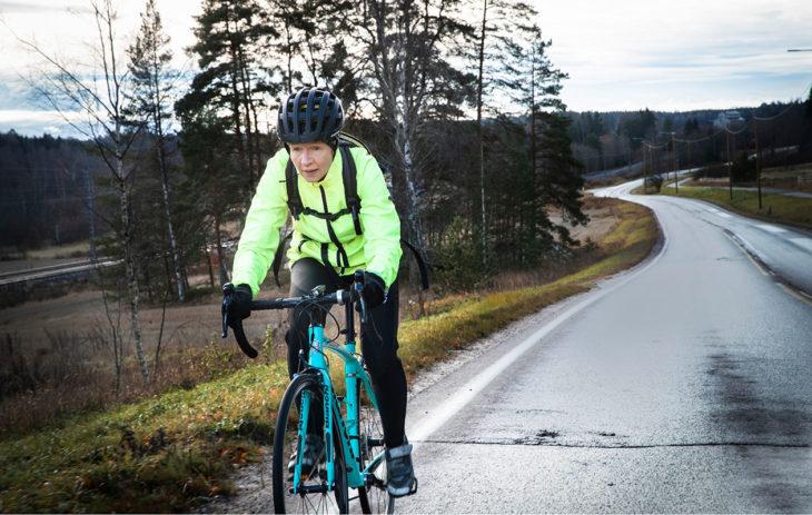 Farmaseutti Sari Forsgren, 54, pyöräilee työmatkansa Masalasta Kirkkonummen keskustaan.Työmatkan pituus: 7 km.Matka-aika: 18 min.