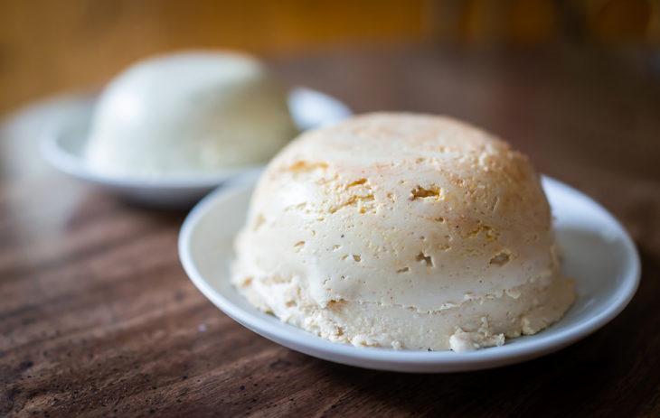 Vegaaninen juusto ei korvaa suoraan maitopohjaista juustoa ravitsemuksellisesti.