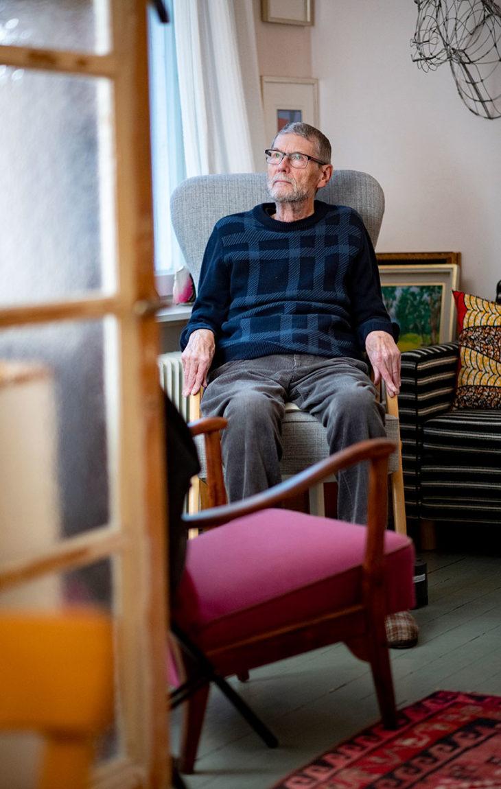 Nicholas Mayow osti vaimonsa kanssa asunnon helsinkiläisestä puu-talosta 1980-luvun puolivälissä ja on asunut siellä siitä lähtien.