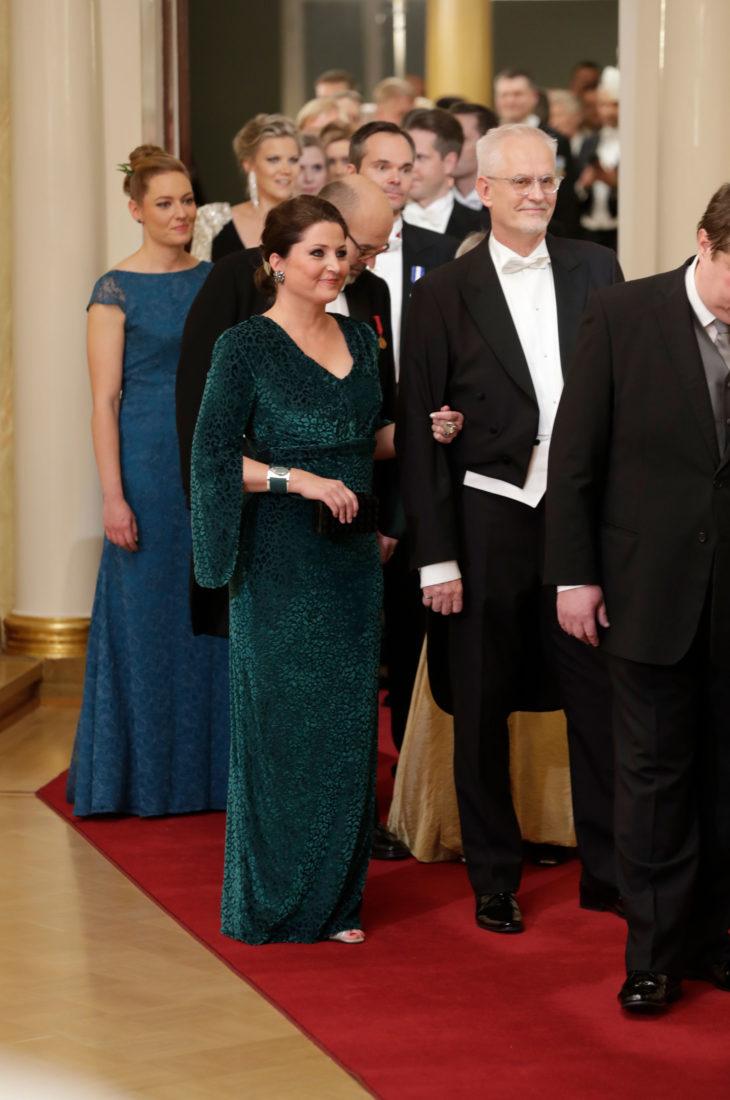 Sari Helin pukeutui Linnan juhlissa asuun, joka on nähty myös Ruotsin prinsessa Sofian päällä.