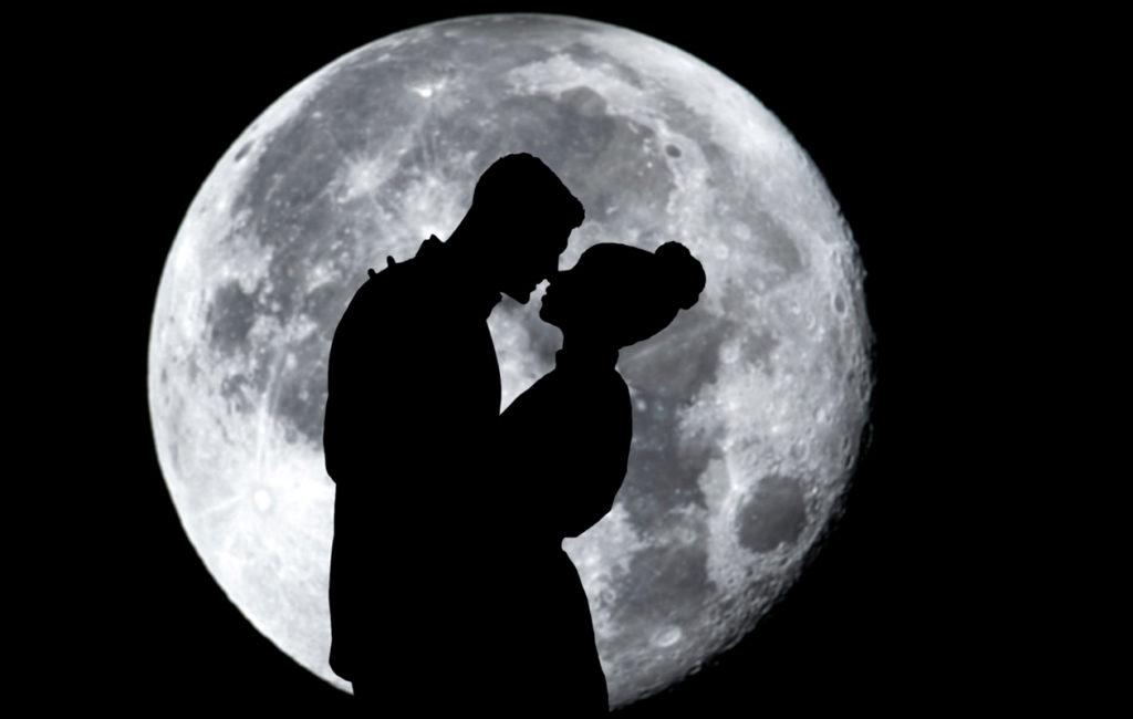 Kuukauris etsii hengenheimolaista. Hän ei kaipaa irtosuhteita, mutta joskus rakkaushistoria voi olla kirjava etsinnän vuoksi.