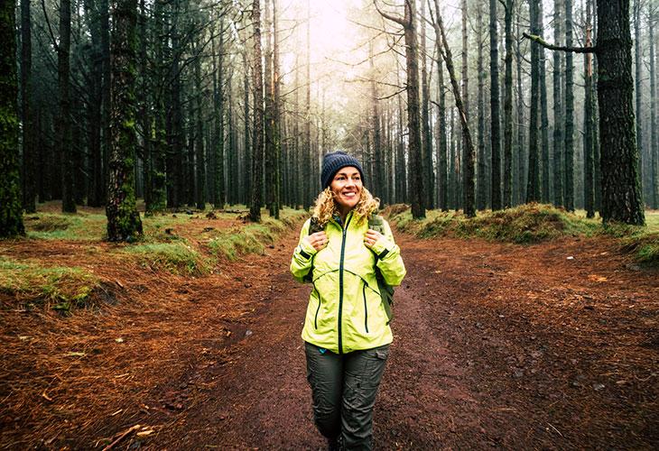 Kävelytreeni onnistuu parhaiten metsässä.