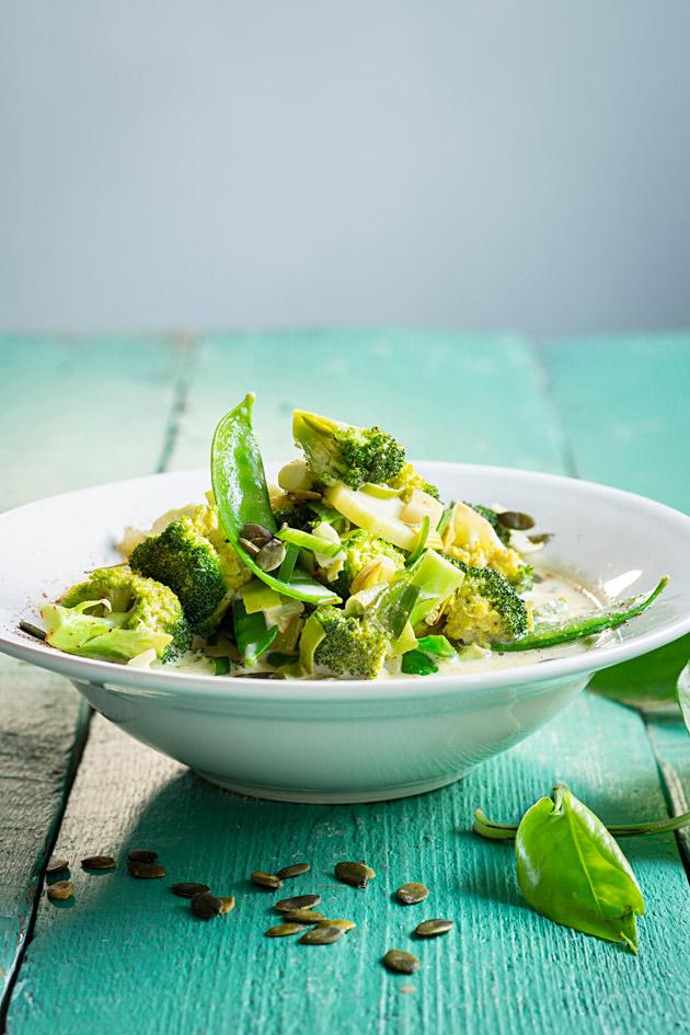 vihreä parsakaali-kookoscurry