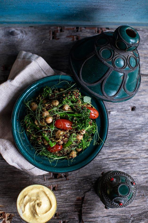 kikherne-parsakaali-kvinoasalaatti