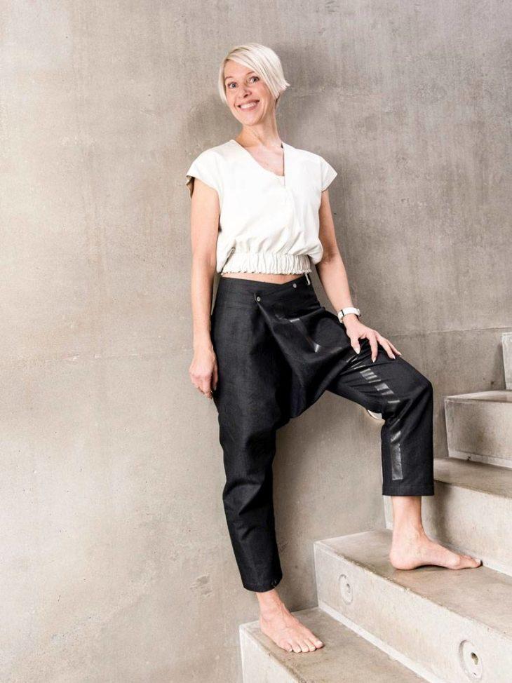 Annukan tyyli suosii kivoja yksityiskohtia. Lustwearin housut ovat uusi hankinta, nahkatoppi vuosien takaa.
