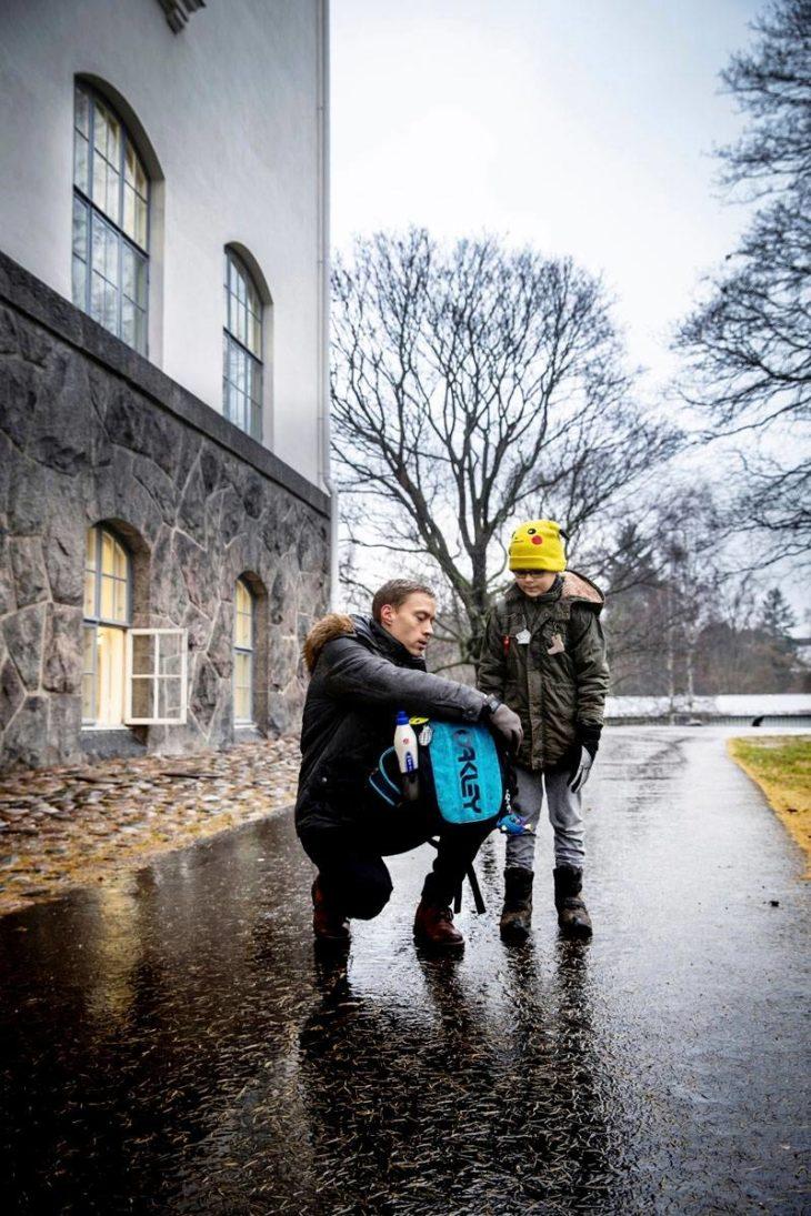 Mieskaverina toimiva Juha-Matti viettää Peetu-pojan kanssa aikaa parina päivänä kuussa.