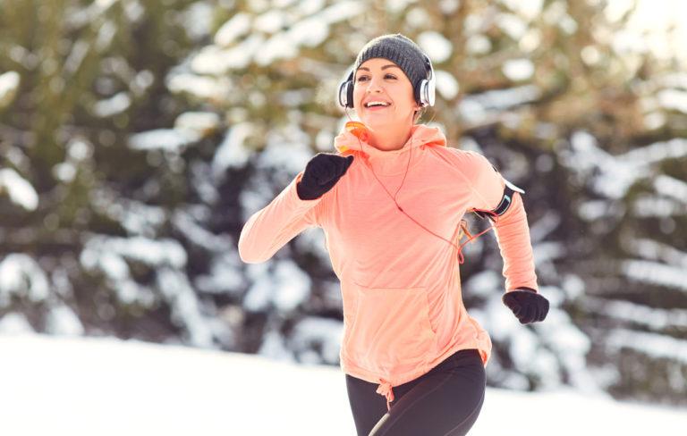 Juokseminen talvella.