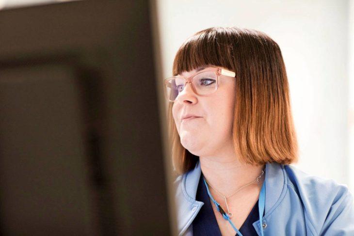Ulla ajattelee syöpää parannettavana tautina. Näin hän pystyy tsemppaamaan myös potilaitaan.