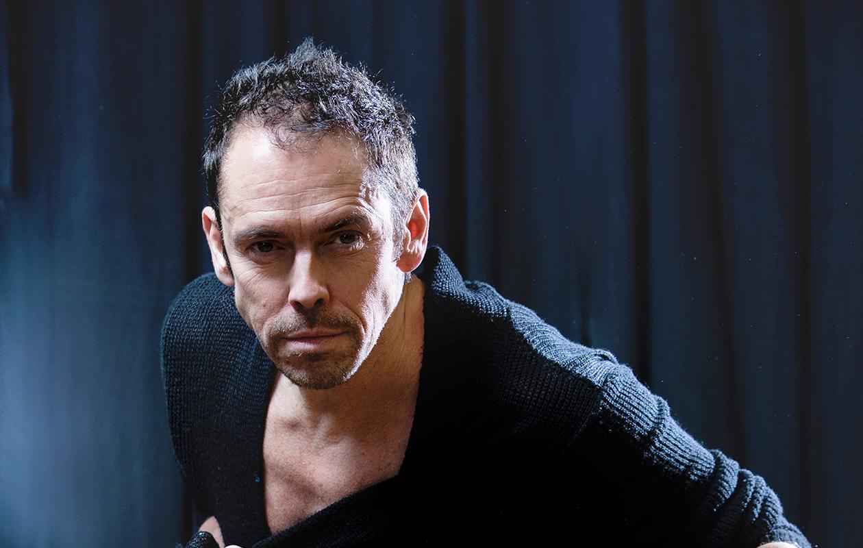– Tanssiessa on oltava aktiivinen, voimakas, läsnä  ja antelias, Jukka Haapalainen sanoo.