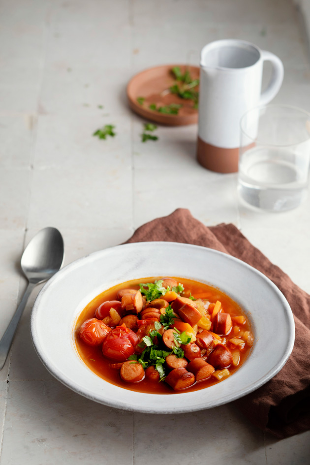 tomaattinen nakkikeitto