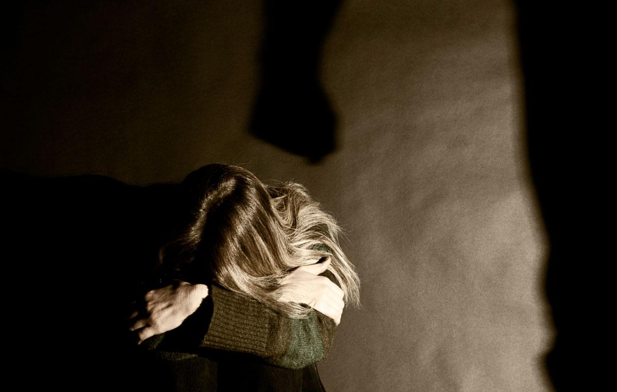 Väkivalta parisuhteessa voi olla niin fyysistä, henkistä, taloudellista kuin digitaalistakin.