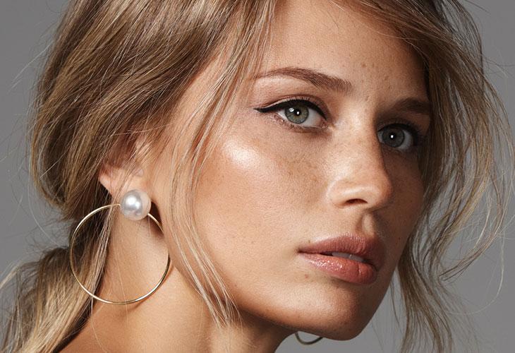 Luonnollinen meikkityyli on vuoden 2020 suosituimpia meikkitrendejä. Iholle halutaan nyt valovoimaisuutta ja raikkautta!