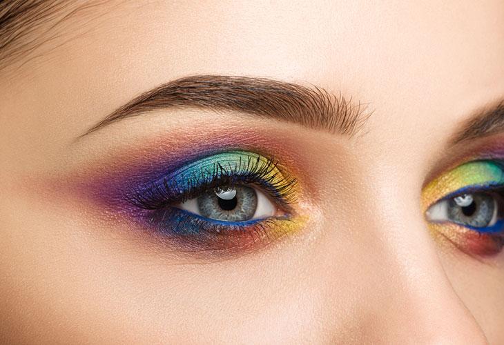 Sateenkaaren värit ovat yksi meikkitrendeistä vuonna 2020.