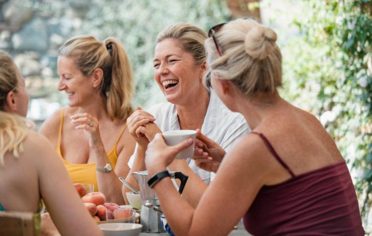 Toimiva aikuisten ystävyys rakentuu avoimen kommunikoinnin, molemminpuolisen tilan ottamisen sekä muuttuvien tilanteiden hyväksymisen varaan.