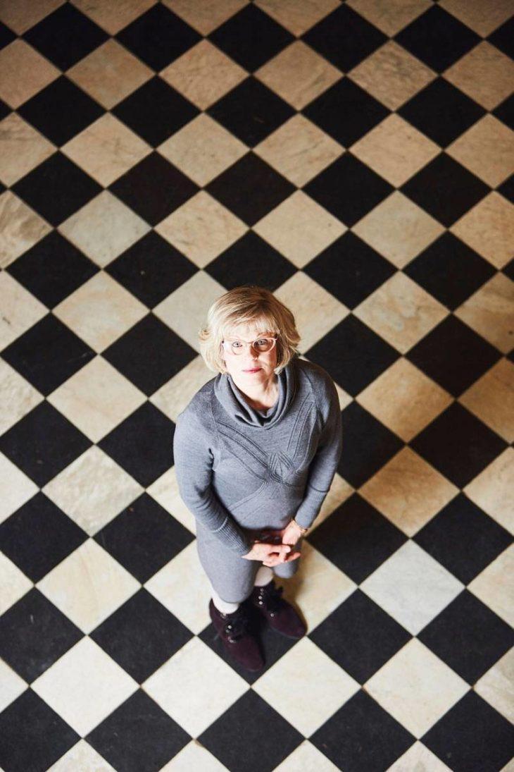 Kulttuuriantropologi ja tutkija Taina Kinnunen kauhistui ensin ajatusta äitinsä kotona tapahtuvasta saattohoidosta. – Se oli lopulta hyvin luontevaa ja tärkeä kokemus.