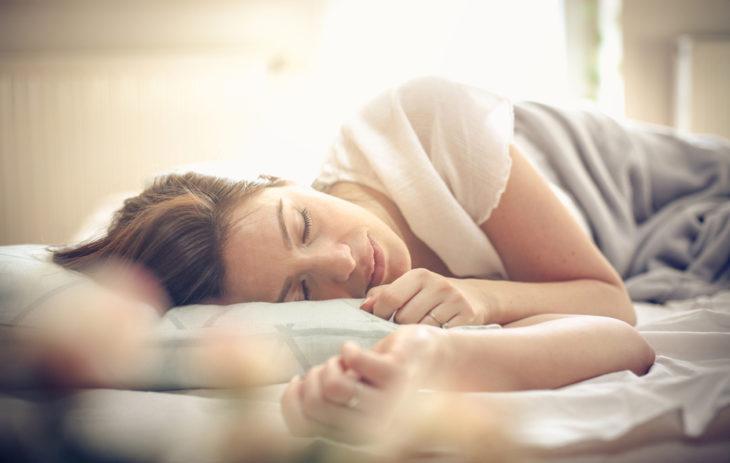 Toivoisitko pääseväsi eroon stressistä? Ensimmäinen askel on nukkua riittävästi.