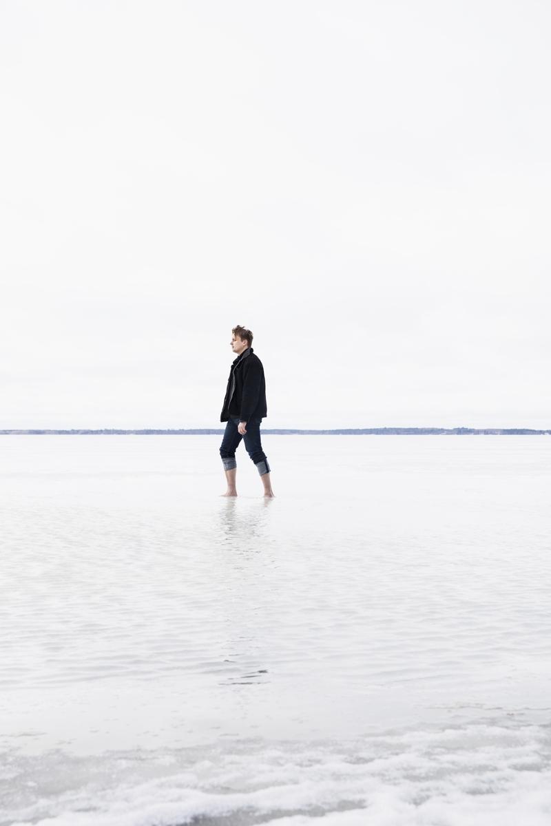 Luonto on aina merkinnyt Miikalle paljon. Avantouimarina hän ei hätkähdä kylmää. Kuva on Pyhäselän rannalta.