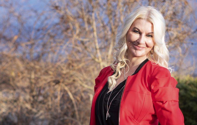 – Rajojen yli ja ohi katsominen on minun juttuni, sanoo Helena Åhman.