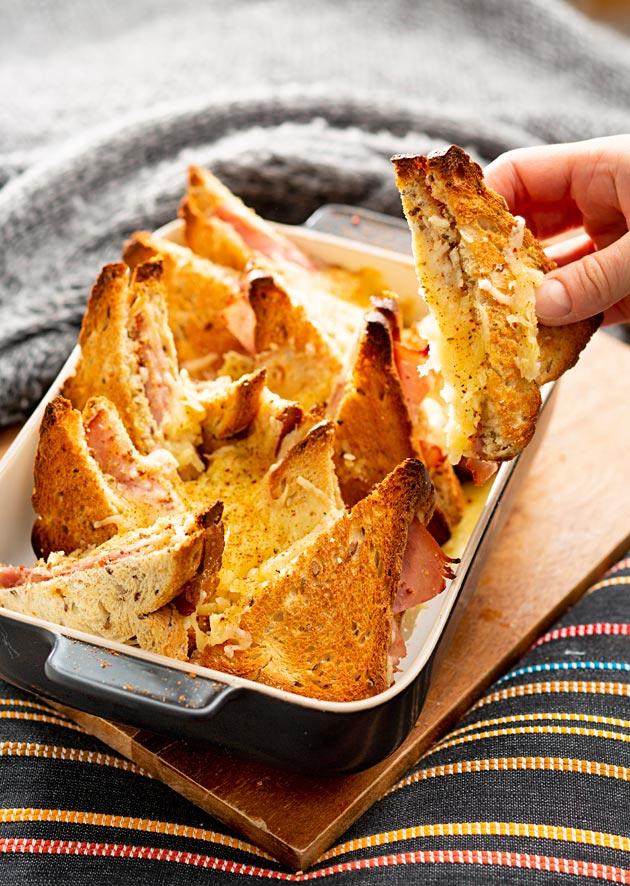 gratinoidut kinkku-juustotoastit