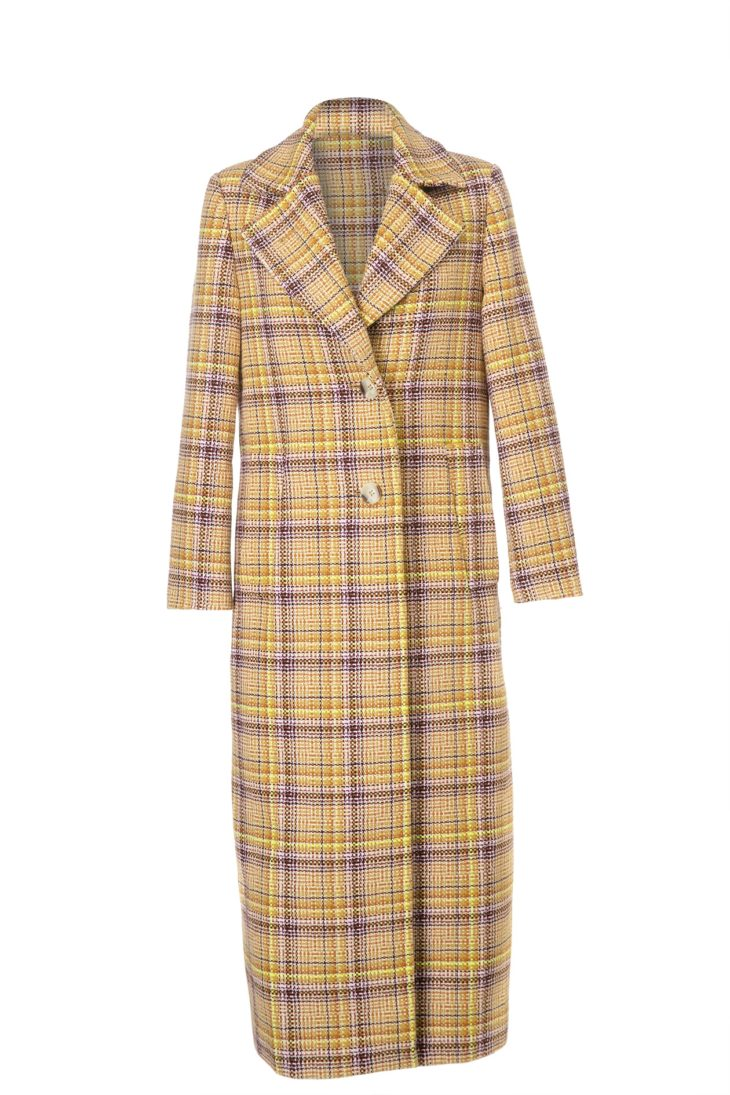 Ruudullisessa, pitkässä yksirivisessä takissa on sivutaskut ja vuorikangas, 599 e, Sand, koot 34–40.