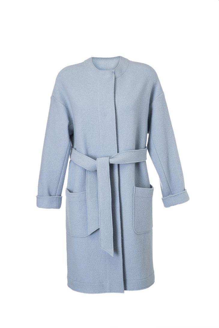 Huovutetusta villasta valmistettu Linda-jakku kiinnitetään rennosti painonapeilla ja vyöllä, 399 e, Ritva Falla, koot XS–XXL.