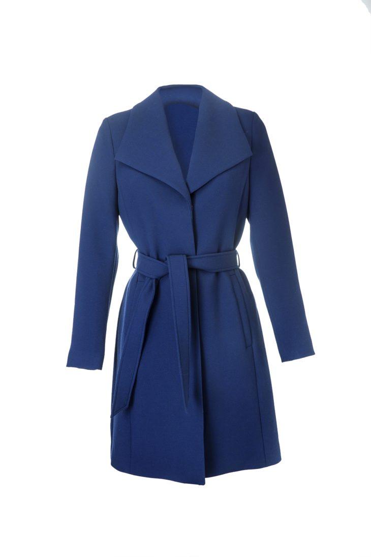 Näyttävät kauluskäänteet ja sininen väri luovat arvokkaan vaikutelman, 119,99 e, Esprit, koot XS–XXL.