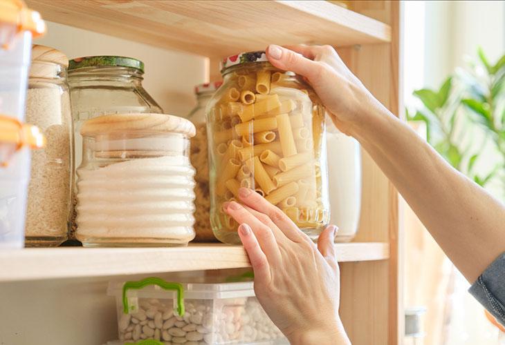 Kotivarasta löytyy tarpeeksi ruokaa koko perheelle.